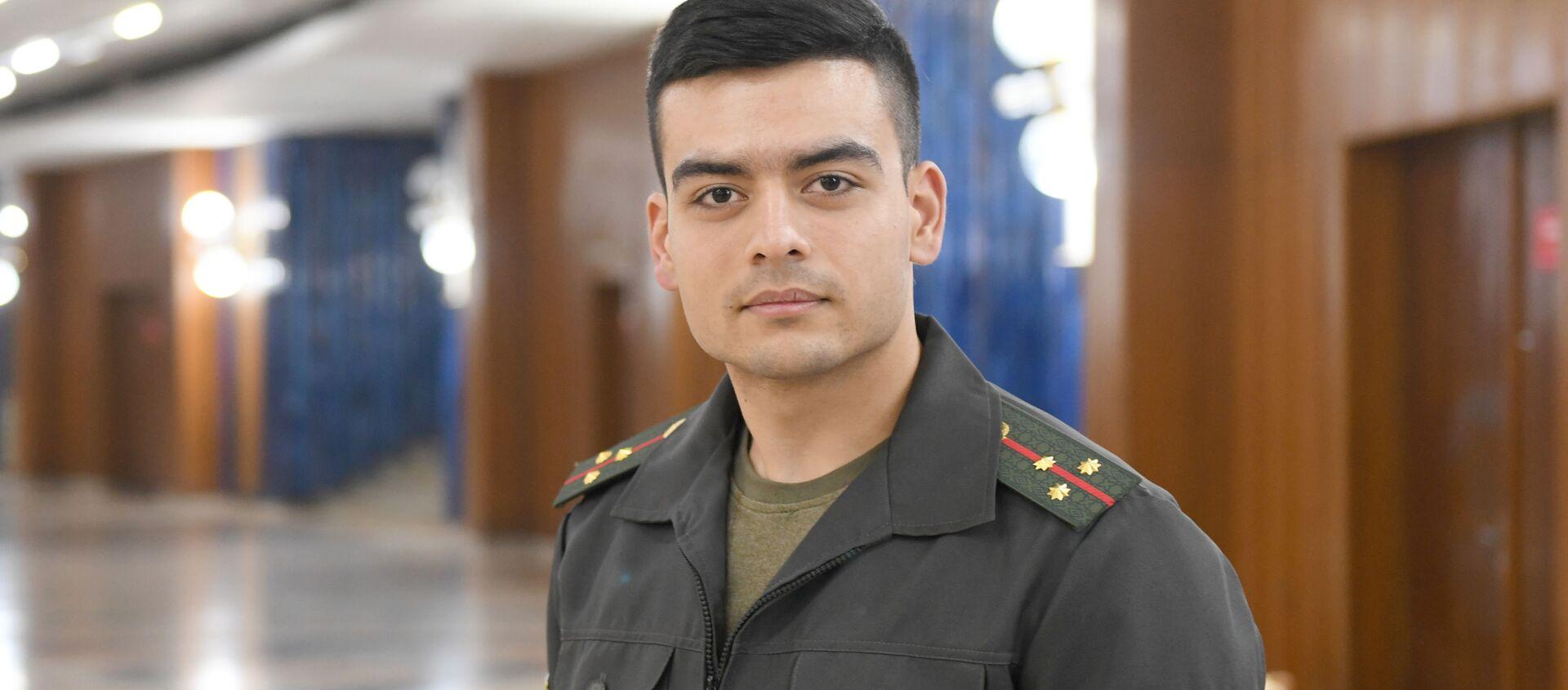 Капитан команды КВН Крупный калибр старший лейтенант Ахат Исмаилов - Sputnik Узбекистан, 1920, 14.01.2021