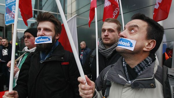 Протесты против блокировки аккаунтов в сети Facebook в Варшаве  - Sputnik Узбекистан