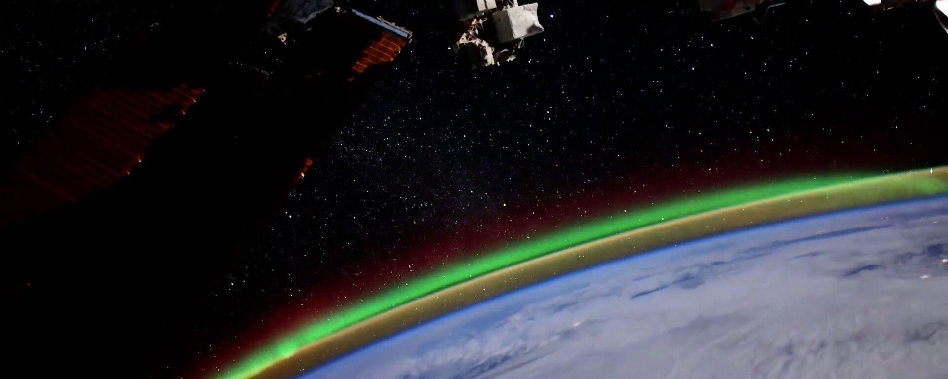 Видеофакт: космонавт запечатлел северное сияние с борта МКС - Sputnik Ўзбекистон, 1920, 16.01.2021