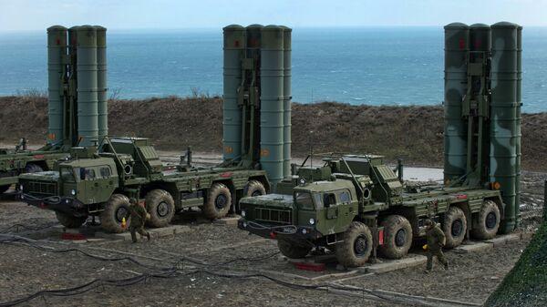Полк С-400 заступил на боевое дежурство в Крыму - Sputnik Узбекистан