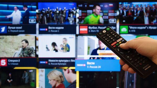 Экран телевизора с изображением телевизионных каналов в цифровом формате - Sputnik Узбекистан