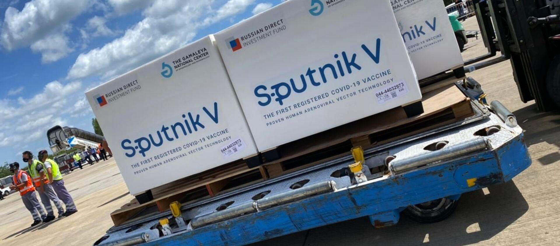 Российская вакцина Sputnik V в аэропорту - Sputnik Ўзбекистон, 1920, 06.03.2021