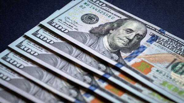 Купюры американских долларов - Sputnik Узбекистан