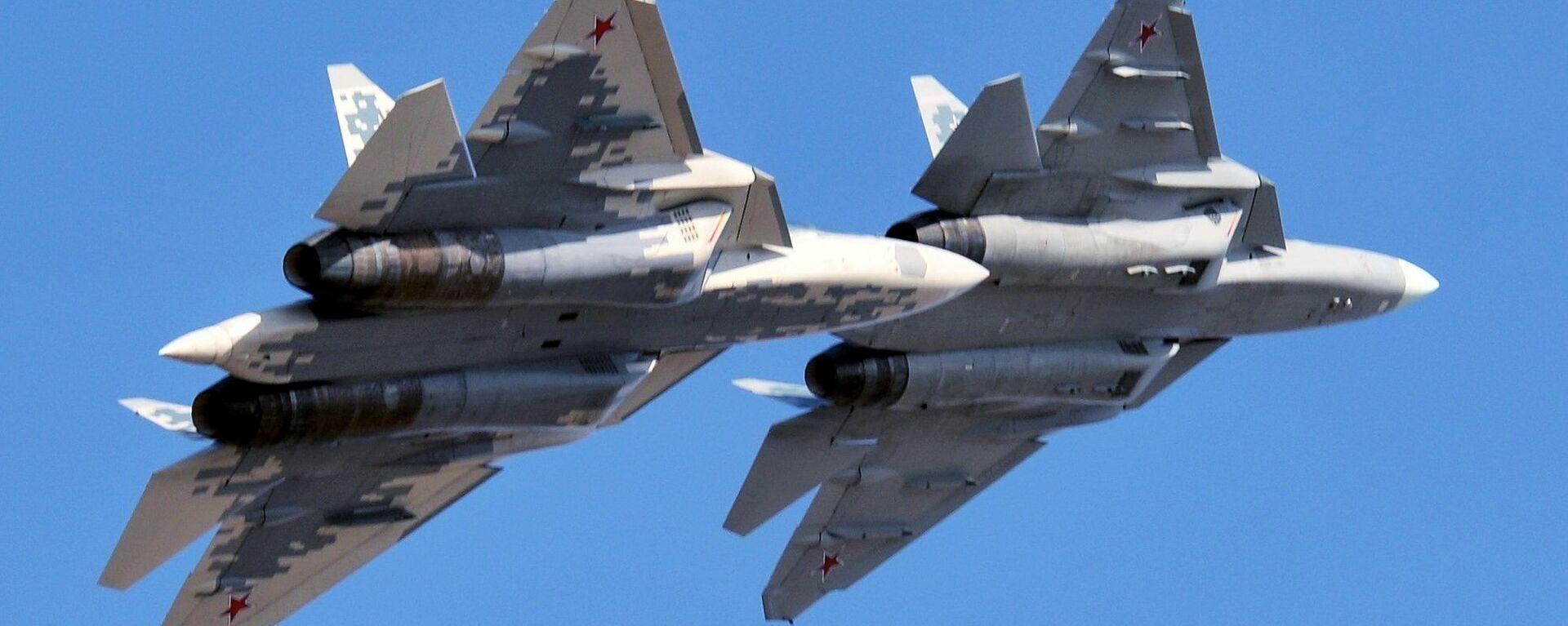 Многофункциональные истребители пятого поколения Су-57 - Sputnik Узбекистан, 1920, 21.01.2021