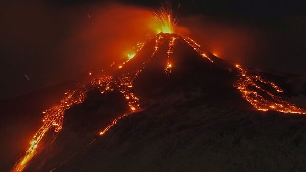 Извержение вулкана Этна, Италия - Sputnik Узбекистан