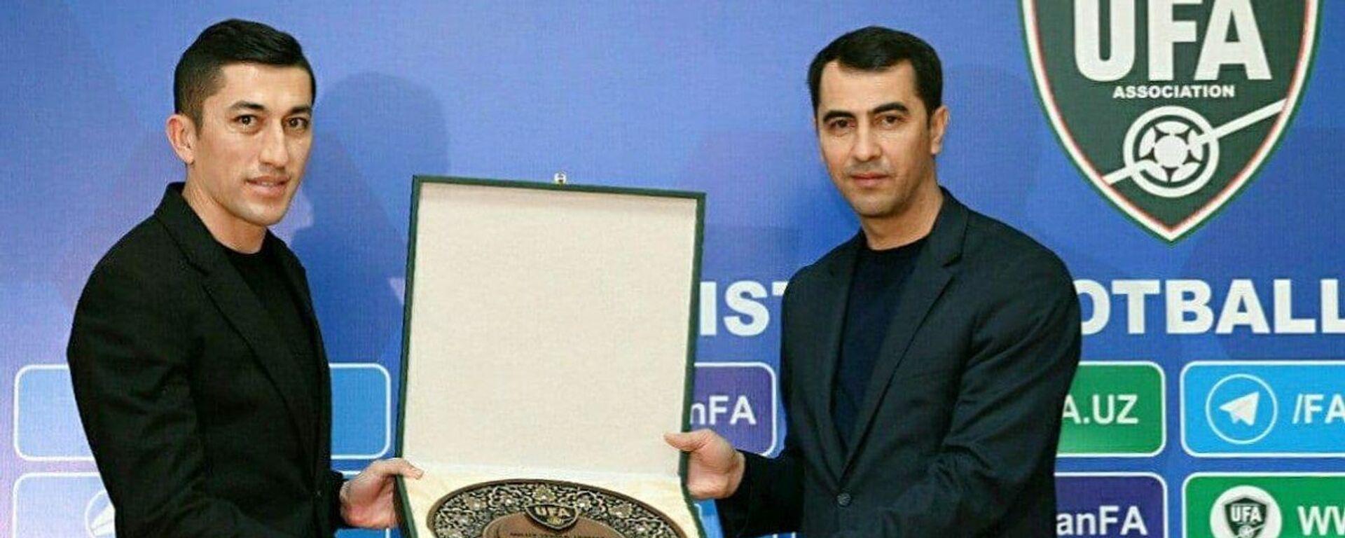 Odil Axmedov nagrajden spetsialnoy nagradoy prezidenta AFU - Sputnik Oʻzbekiston, 1920, 25.01.2021