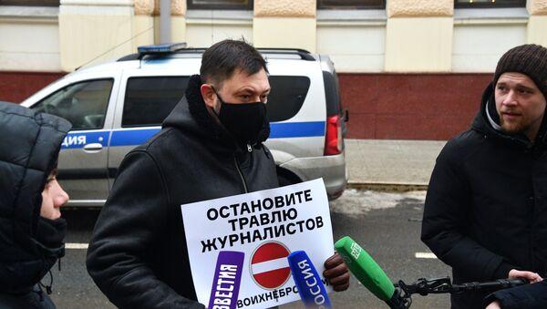 Odinochnыe piketы u posolstva Latvii v Moskve - Sputnik Oʻzbekiston
