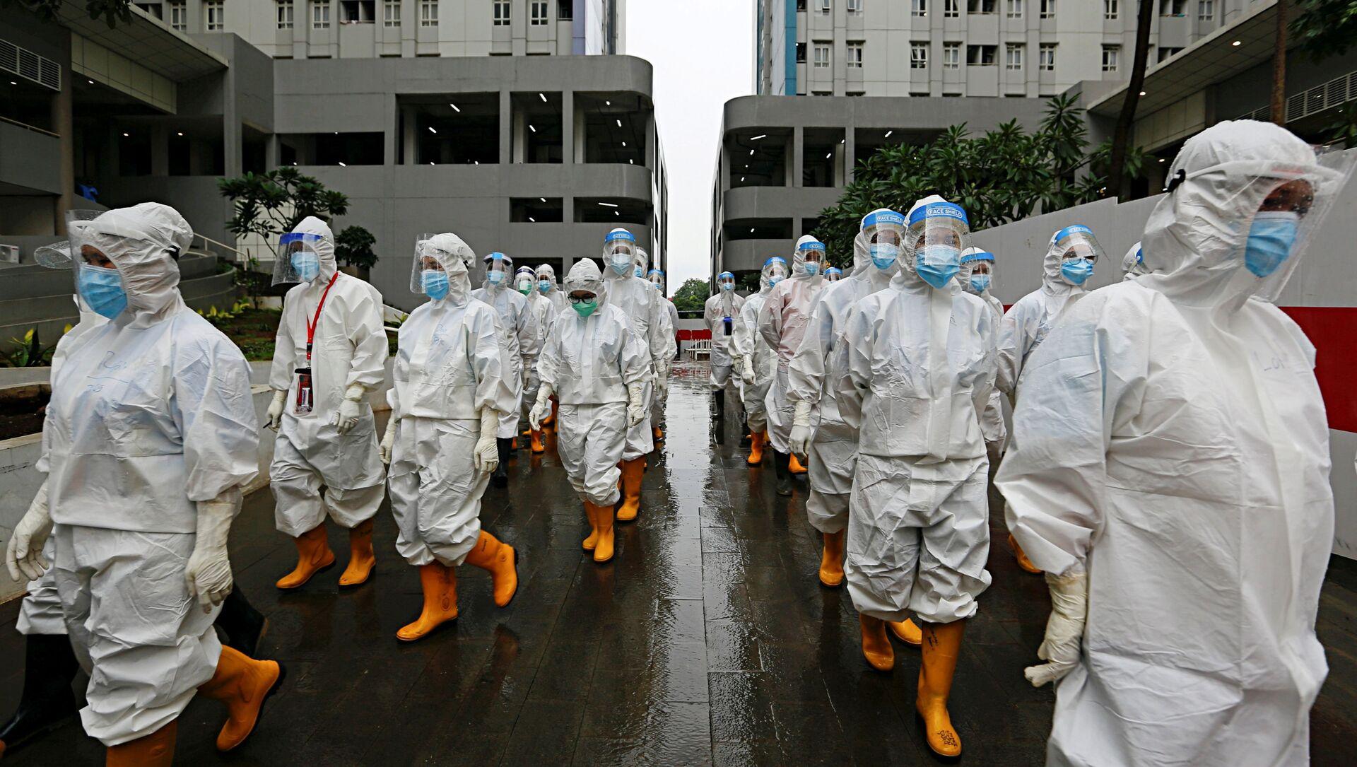 Медицинские работники в средствах индивидуальной защиты в Джакарте, Индонезия - Sputnik Узбекистан, 1920, 16.02.2021