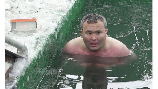 Kak provesti 45 minut v ledyanoy vode bez vreda dlya zdorovya - Sputnik Oʻzbekiston