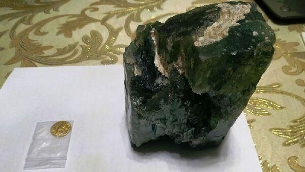 В Ташкенте пытались продать двухкилограммовый изумруд - Sputnik Узбекистан