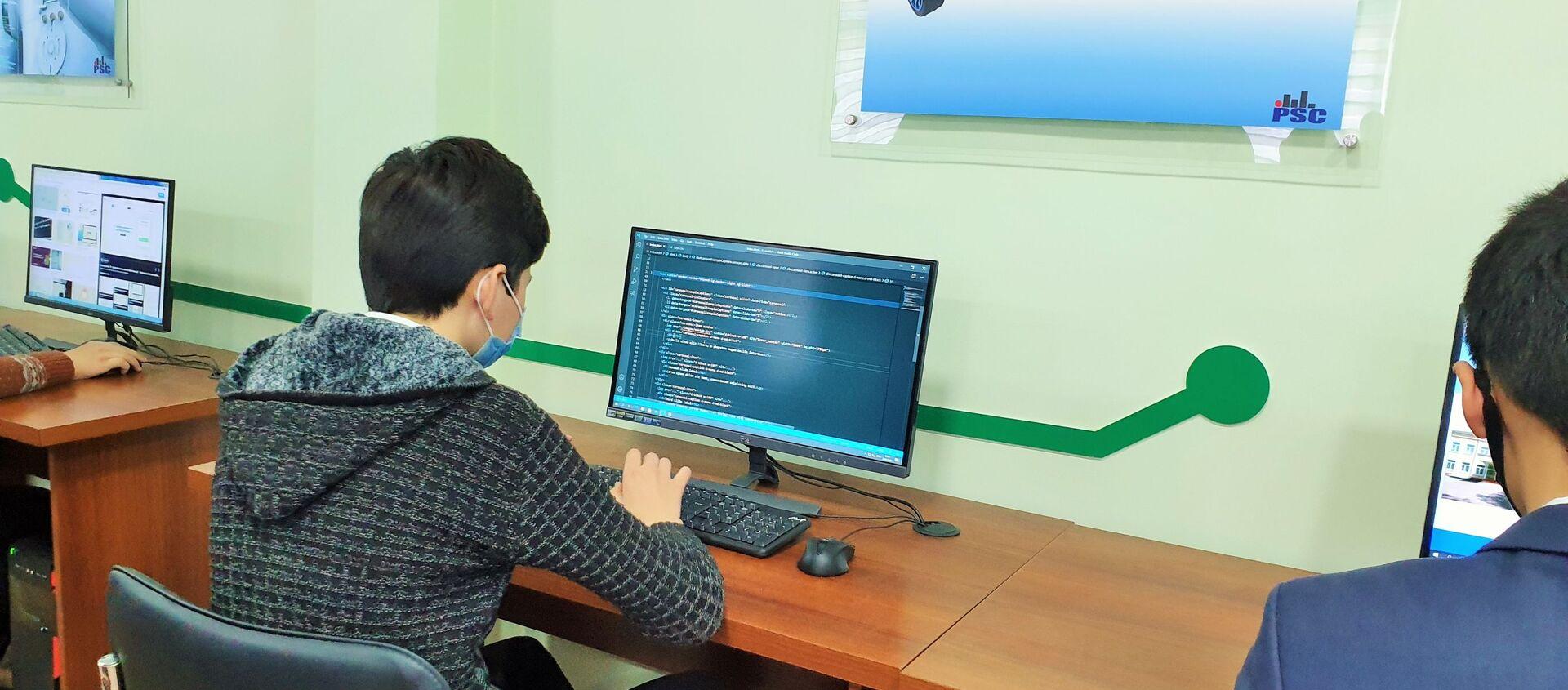 В Гулистане открылась школа с углубленным изучением информационных технологий - Sputnik Узбекистан, 1920, 29.01.2021