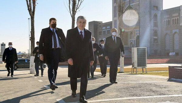 Президент посетил Центр исламской цивилизации - Sputnik Узбекистан