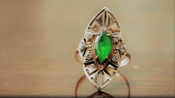 Золотое кольцо с камнем - Sputnik Узбекистан