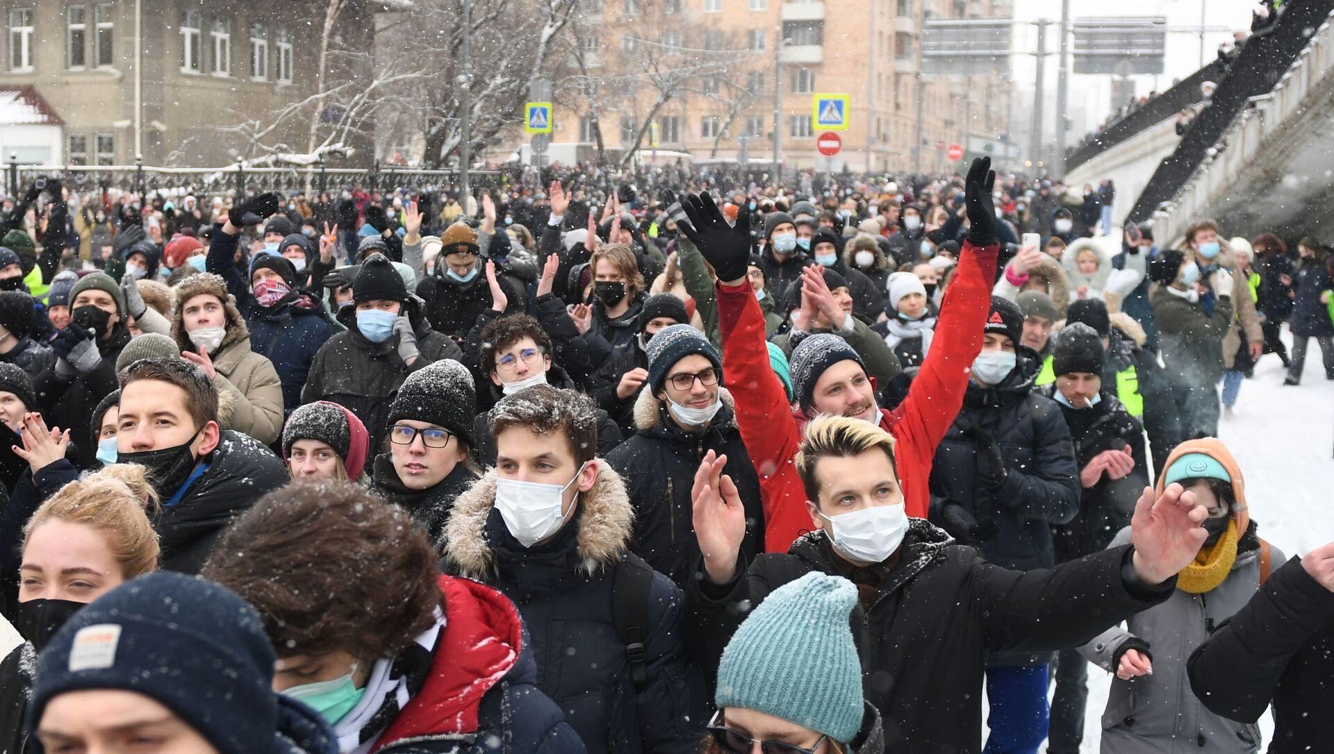 Участники несанкционированной акции сторонников Алексея Навального в Москве. - Sputnik Узбекистан, 1920, 01.02.2021