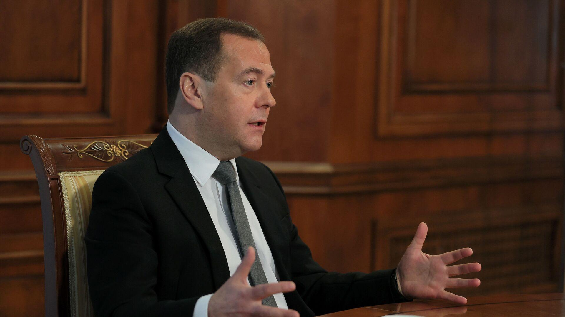 Zamestitel predsedatelya Sovbeza RF D. Medvedev - Sputnik Oʻzbekiston, 1920, 12.09.2021
