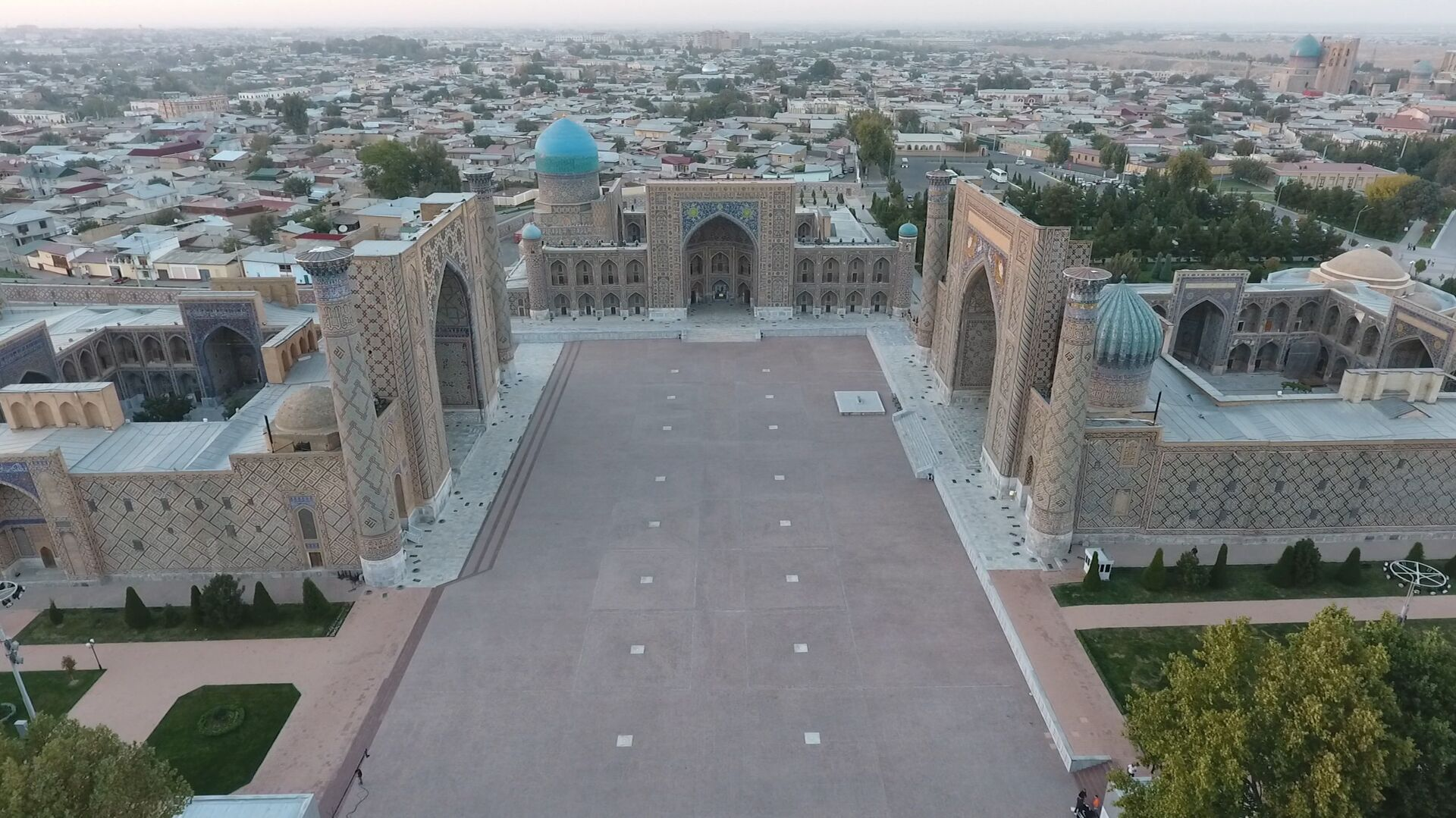 Вид сверху на площадь Регистан в Самарканде - Sputnik Узбекистан, 1920, 01.02.2021