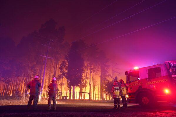 Приказы о пожарной эвакуации сейчас имеют приоритет над правилами изоляции от COVID-19, и жители должны быть готовы к экстренной эвакуации в случае необходимости. - Sputnik Узбекистан
