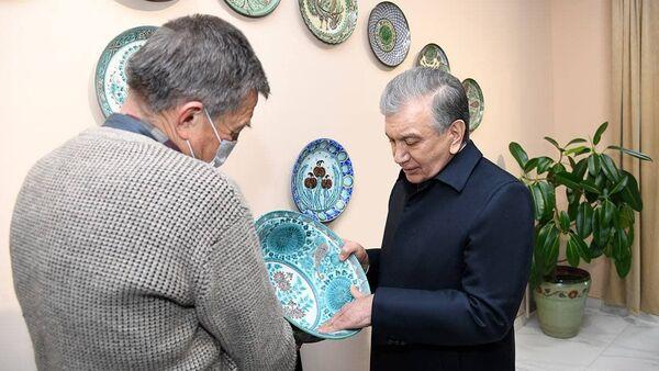Шавкат Мирзиёев посетил Международный центр керамики, построенный в Риштанском районе - Sputnik Ўзбекистон