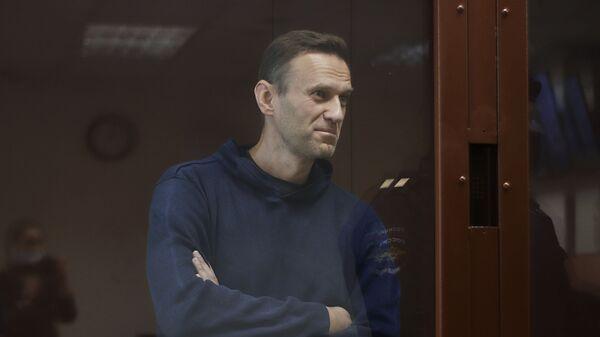 Алексей Навальный в зале Бабушкинского районного суда - Sputnik Узбекистан
