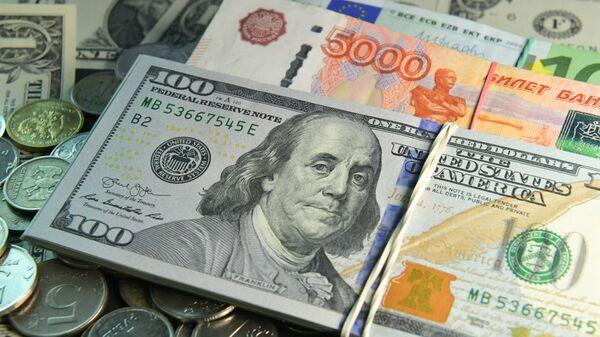 Денежные купюры и монеты - Sputnik Узбекистан