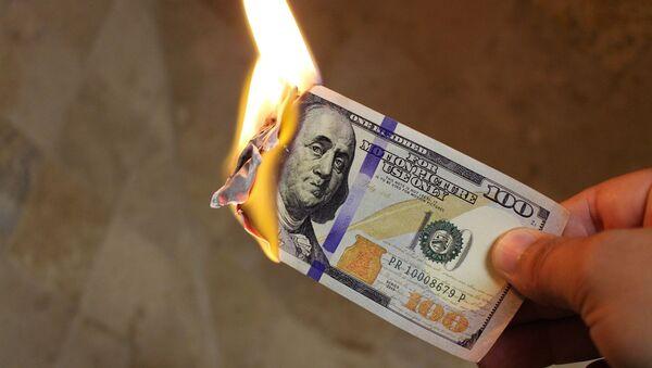 Сжигание долллара США - Sputnik Ўзбекистон