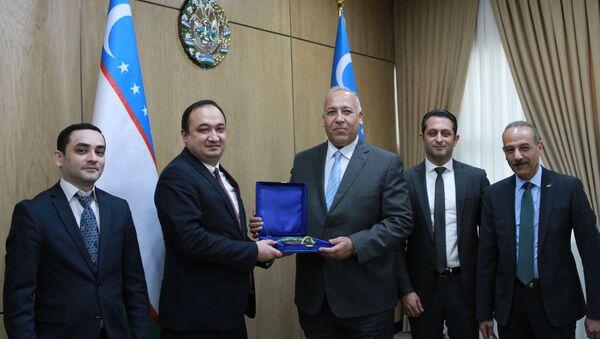 Зампредседателя Госкомтуризма Улугбек Азамов провел встречу с главой египетской авиакомпании Air Cairo Хусейном Шарифом - Sputnik Узбекистан