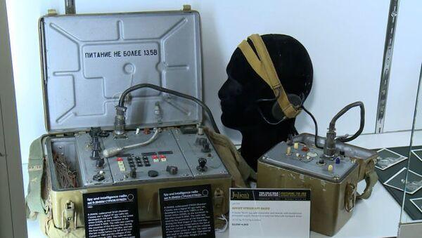 Аукцион шпионских устройств КГБ: зуб с цианидом и ботинки с радаром - Sputnik Ўзбекистон