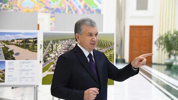 Мирзиёев на фоне проекта туристического комплекса в Самарканде - Sputnik Узбекистан