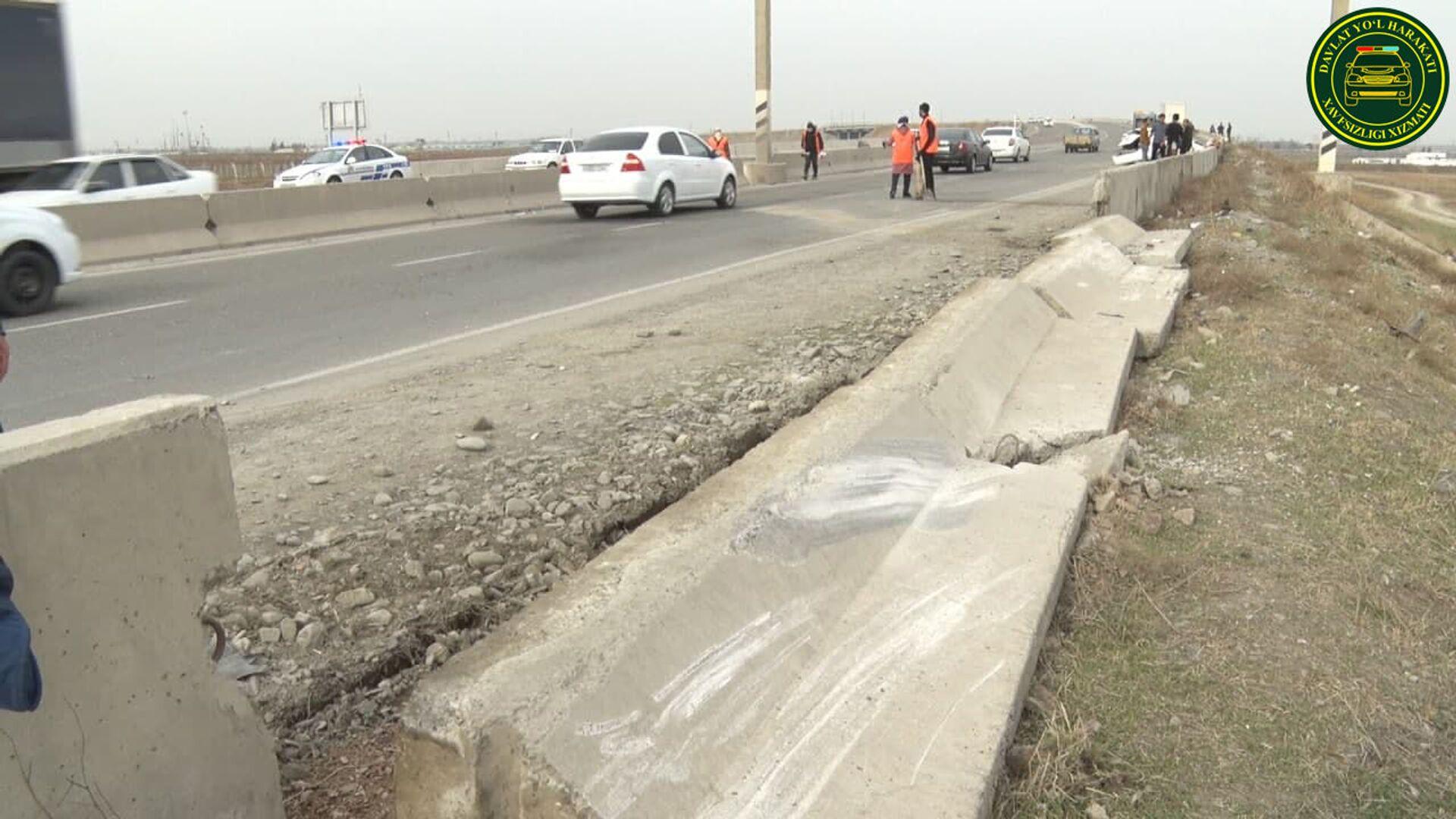 В Джизакской области водитель влетел в бетонное ограждение - Sputnik Узбекистан, 1920, 10.03.2021