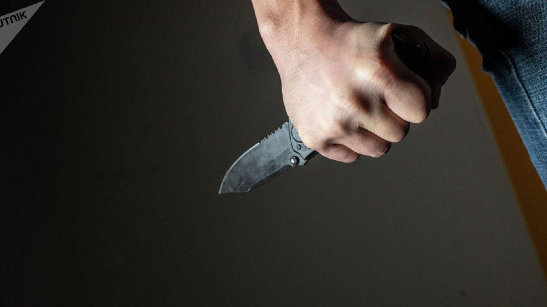 Нож в руке - Sputnik Ўзбекистон, 1920, 05.10.2021