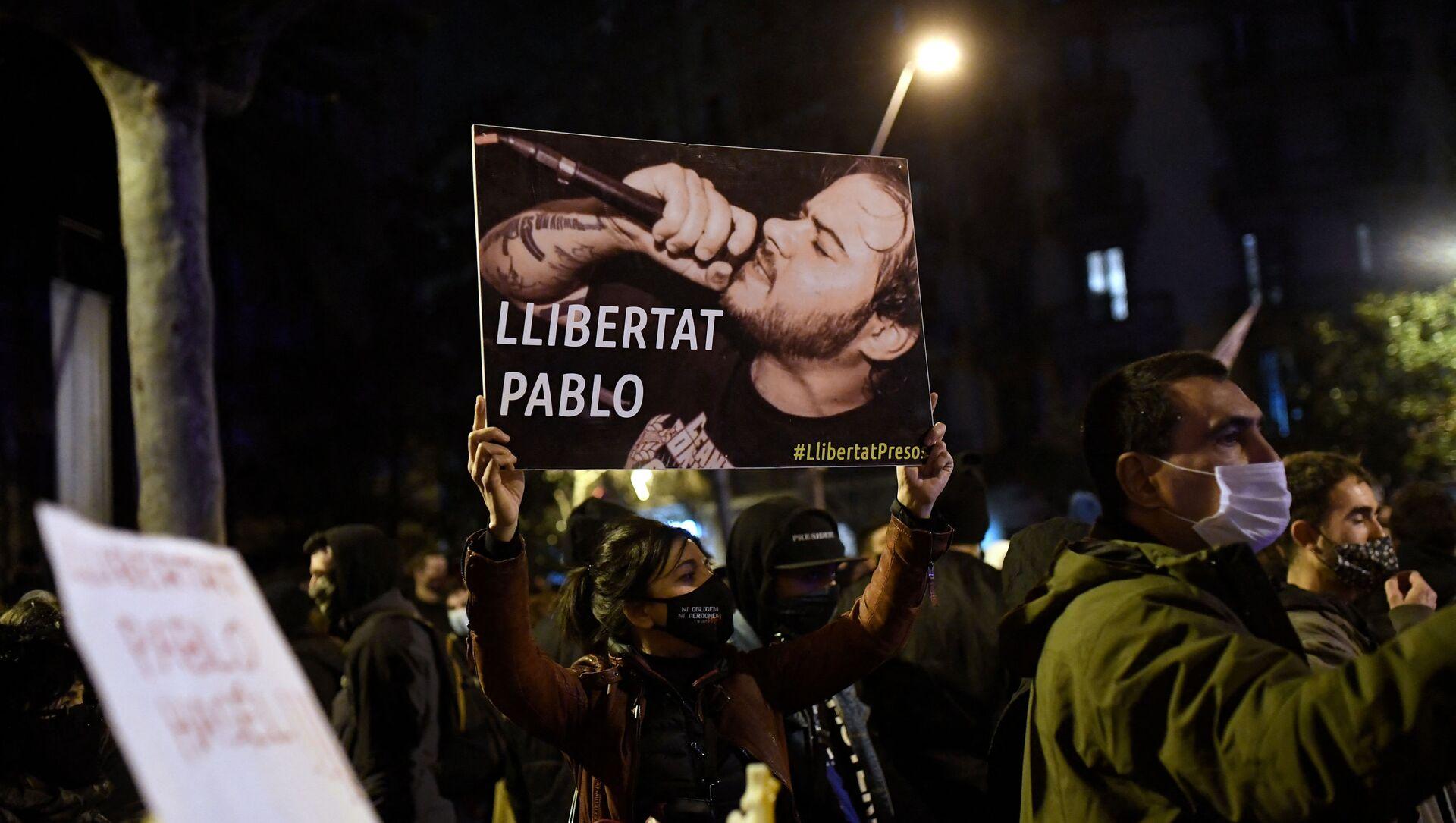 Демонстрация с требованием освободить музыканта Пабло Аселя в Барселоне - Sputnik Узбекистан, 1920, 16.02.2021