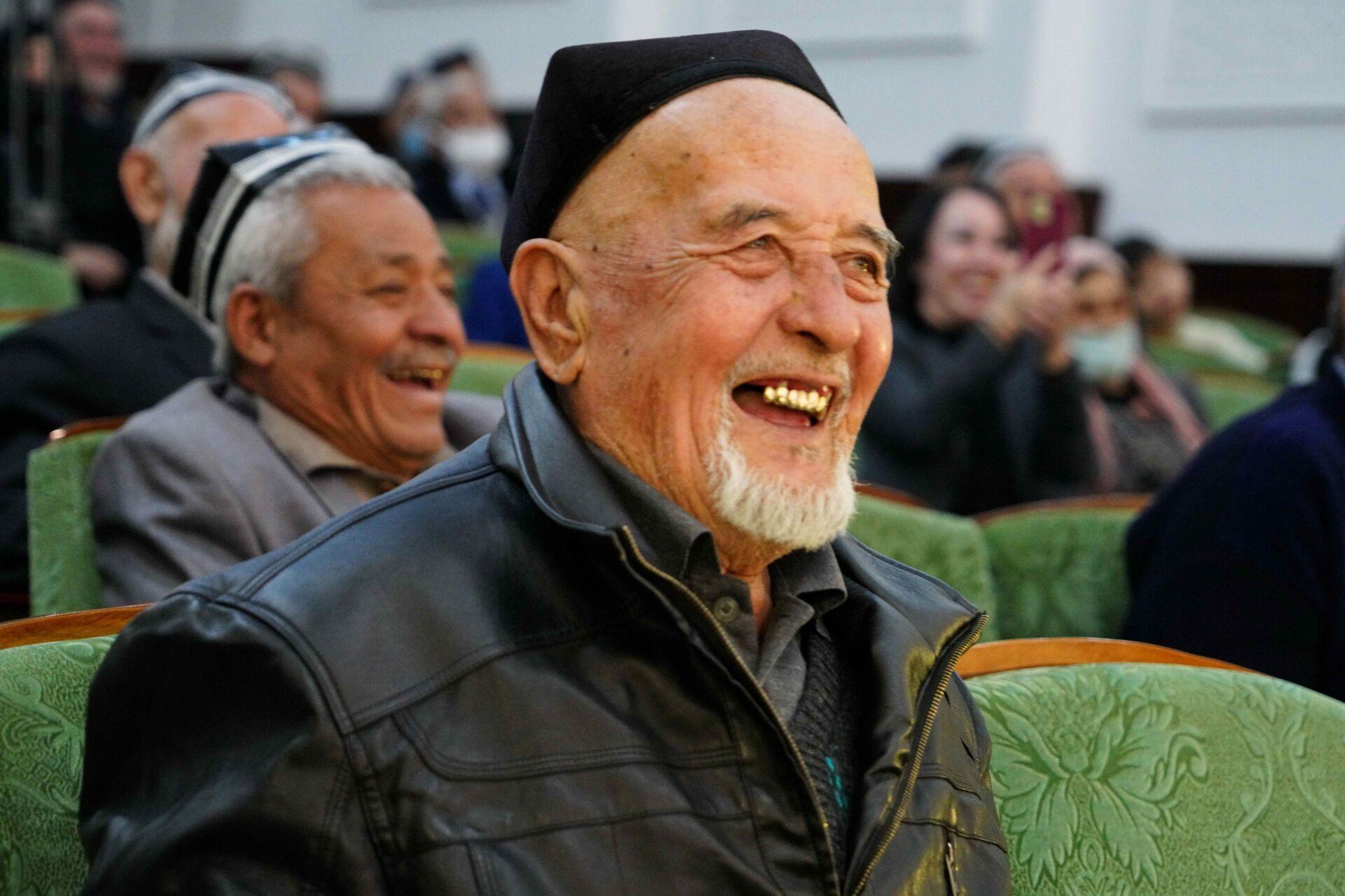 Зрители на представлении аския - Sputnik Узбекистан, 1920, 09.03.2021