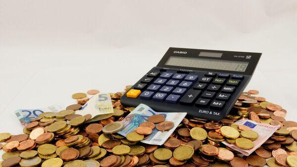 Калькулятор на куче денег - Sputnik Узбекистан