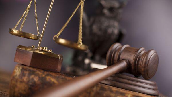 Судебный молоток и весы правосудия - Sputnik Узбекистан