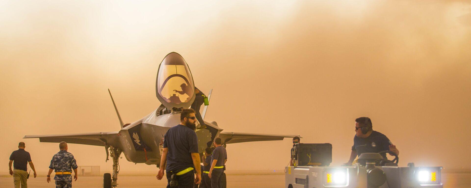 Истребитель-бомбардировщик F-35 на военно-воздушной базе Люк в Аризоне  - Sputnik Ўзбекистон, 1920, 21.02.2021