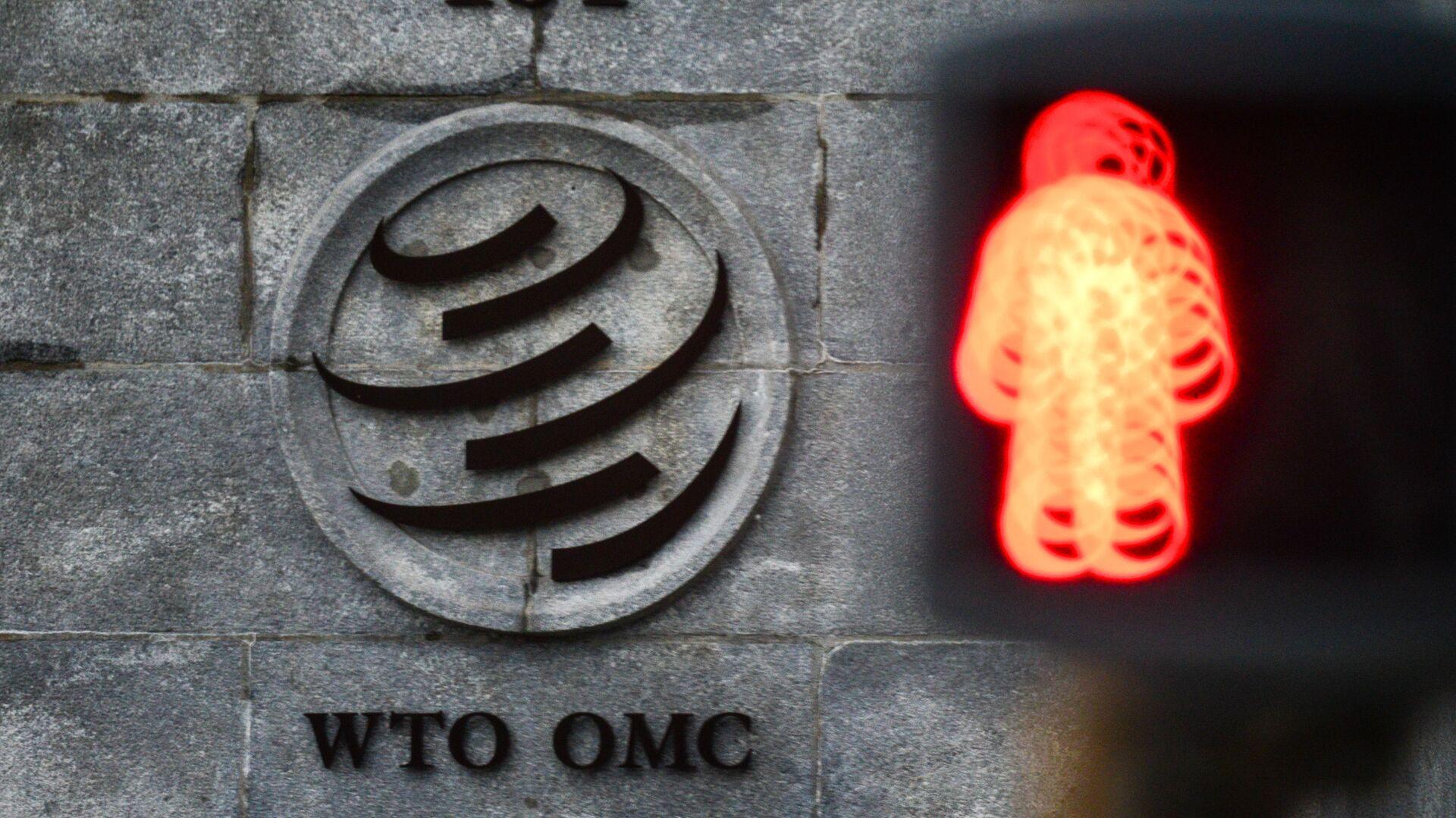 Эмблема Всемирной торговой организации (ВТО) возле здания штаб-квартиры организации в Женеве - Sputnik Узбекистан, 1920, 27.09.2021