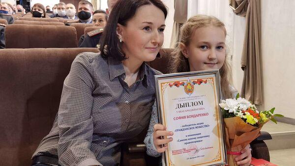 Десятилетняя девочка стала одной из самых смелых на Витебщине - видео - Sputnik Узбекистан