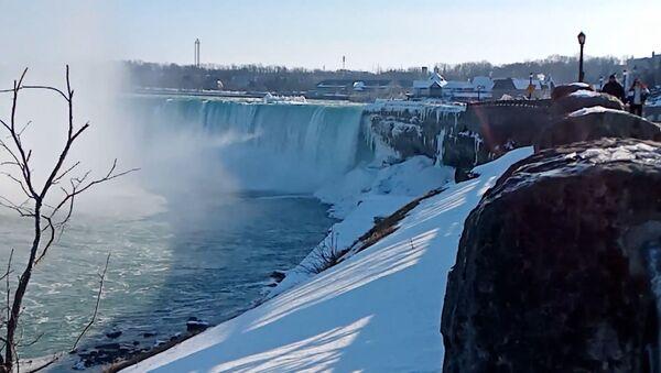 Редчайшее явление: Ниагарский водопад покрылся льдом – видео - Sputnik Узбекистан