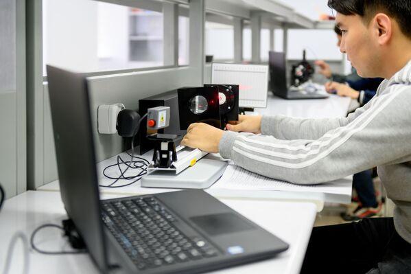 Обучение здесь проходит по таким же учебным программам и планам, как и в головном вузе, расположенном в Москве. - Sputnik Узбекистан