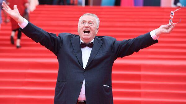Лидер ЛДПР Владимир Жириновский на церемонии закрытия 39-го Московского международного кинофестиваля - Sputnik Узбекистан