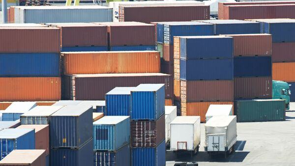 Грузовые контейнеры в портовом терминале  - Sputnik Узбекистан