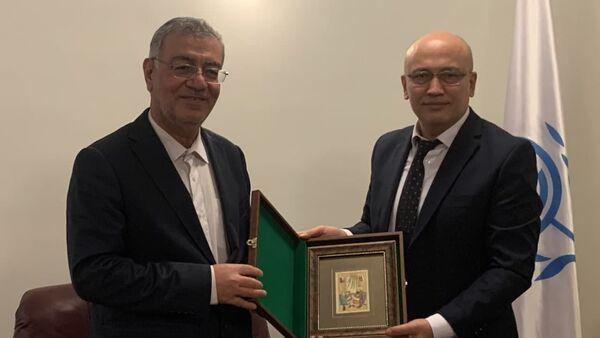 Заместитель Министра иностранных дел Республики Узбекистан Фуркат Сидиков, прибывший в г.Тегеран (Иран) с визитом, встретился с Генеральным секретарем Организации экономического сотрудничества (ОЭС) Ходи Солейманпуром - Sputnik Узбекистан