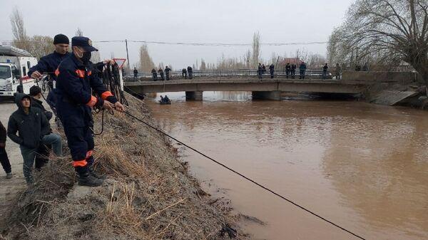 МЧС ищет пропавшего в воде подростка в Большом Ферганском канале - Sputnik Узбекистан
