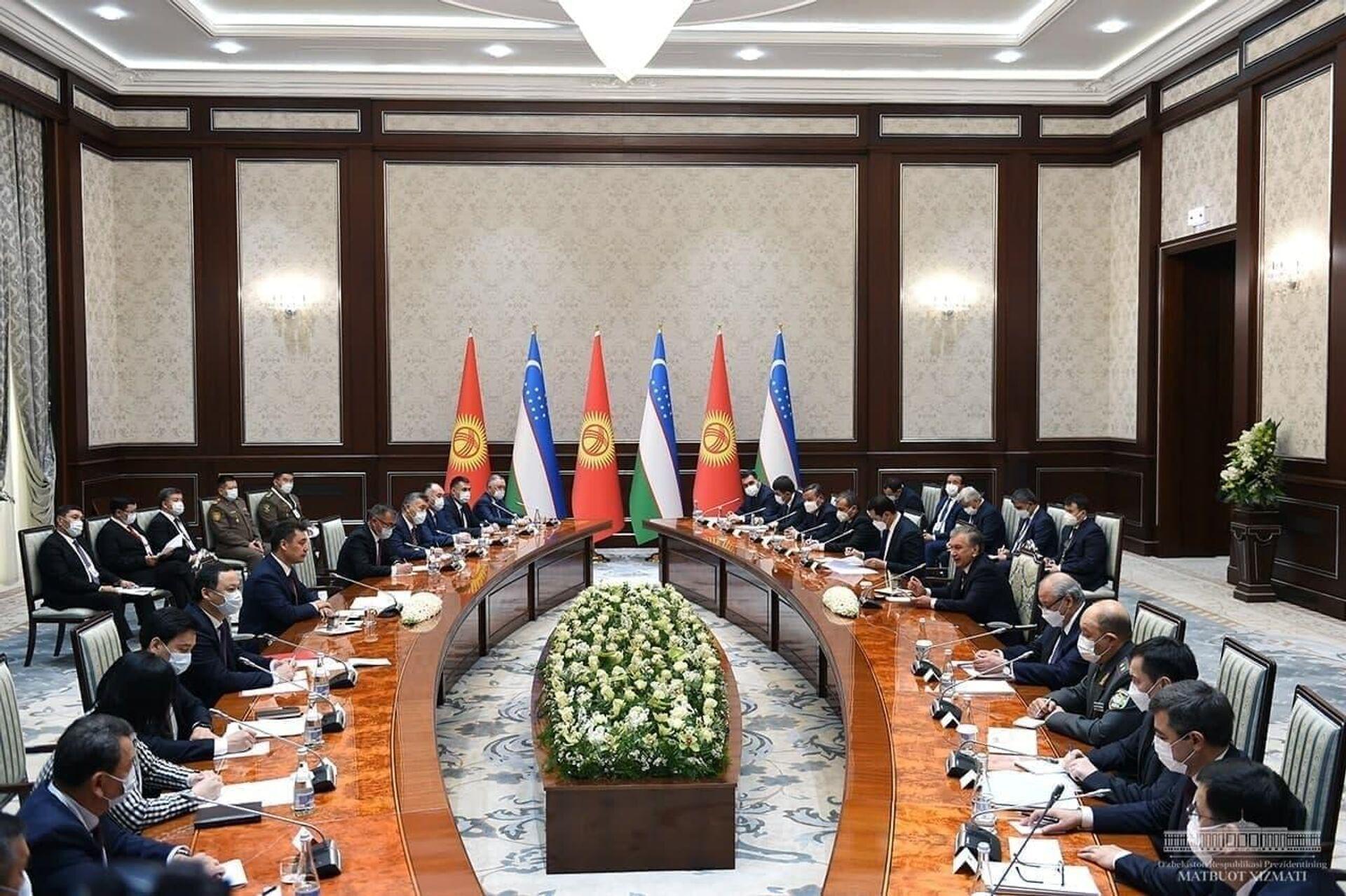 Президенты Узбекистана и Кыргызстана Шавкат Мирзиёев и Садыр Жапаров провели переговоры в расширенном формате - Sputnik Узбекистан, 1920, 12.03.2021