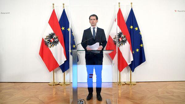Канцлер Австрии Себастьян Курц выступает на пресс-конференции, посвященной текущей ситуации с поставками вакцин от COVID-19 в Вене - Sputnik Ўзбекистон