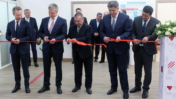Работа в РФ станет доступнее: открылся филиал миграционного центра в Ташкенте - Sputnik Узбекистан