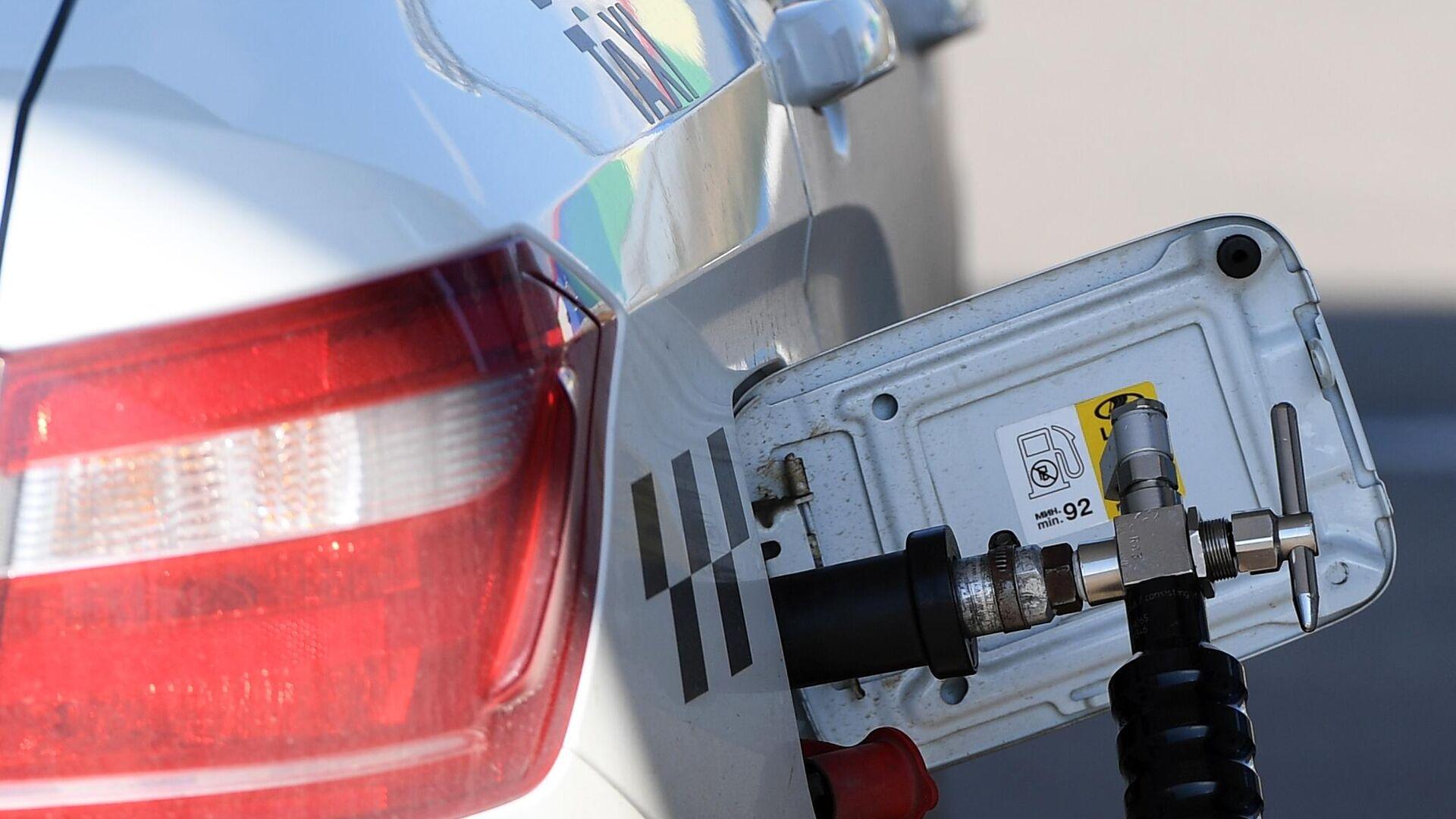 Пункт переоборудования автотранспорта на газомоторное топливо - Sputnik Ўзбекистон, 1920, 08.10.2021