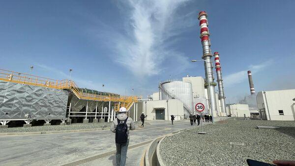 Экскурсия по Тахиаташской ТЭС - Sputnik Узбекистан