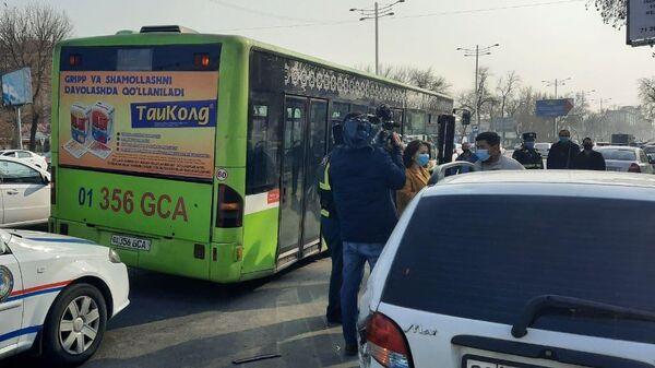 ДТП в Ташкенте с участием пассажирского автобуса - Sputnik Узбекистан