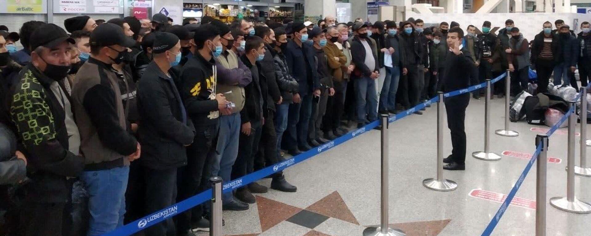 Около 200 мигрантов из Узбекистана отправились на работу в Амурскую область - Sputnik Узбекистан, 1920, 19.09.2021